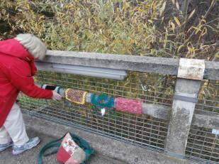 Yarnbombing the bridge