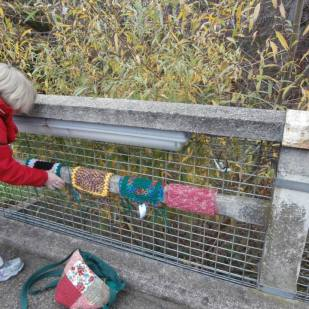 Yarnbombing the bridge