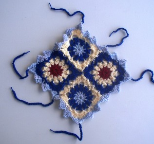stitchedupmama - yarnbombing 1